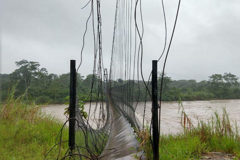 Covid19 indígenas Ecuador. Así quedó el puente que comunicaba a la comunidad Cofan de Sinangoe. Foto: Nixon Lucitante.