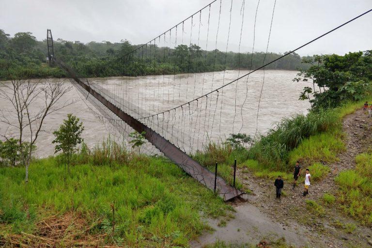 Covid19 indígenas Ecuador. El rompimiento de uno de estos cables dejó incomunicados a los indígenas Cofán de Sinangoe. Foto: Nixon Lucitante.
