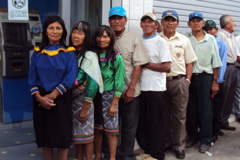 COVID 19 El desplazamiento por el cobro de los beneficios que entrega el Estado ha sido uno de las causas de los contagios en las comunidades nativas. Foto: Agencia Andina.