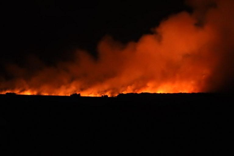 Incendios en Urabá. Imágenes como esta empezaron a circular entre los habitantes de Necoclí la noche del jueves 28 de mayo. Foto: Marcela Aristizábal.