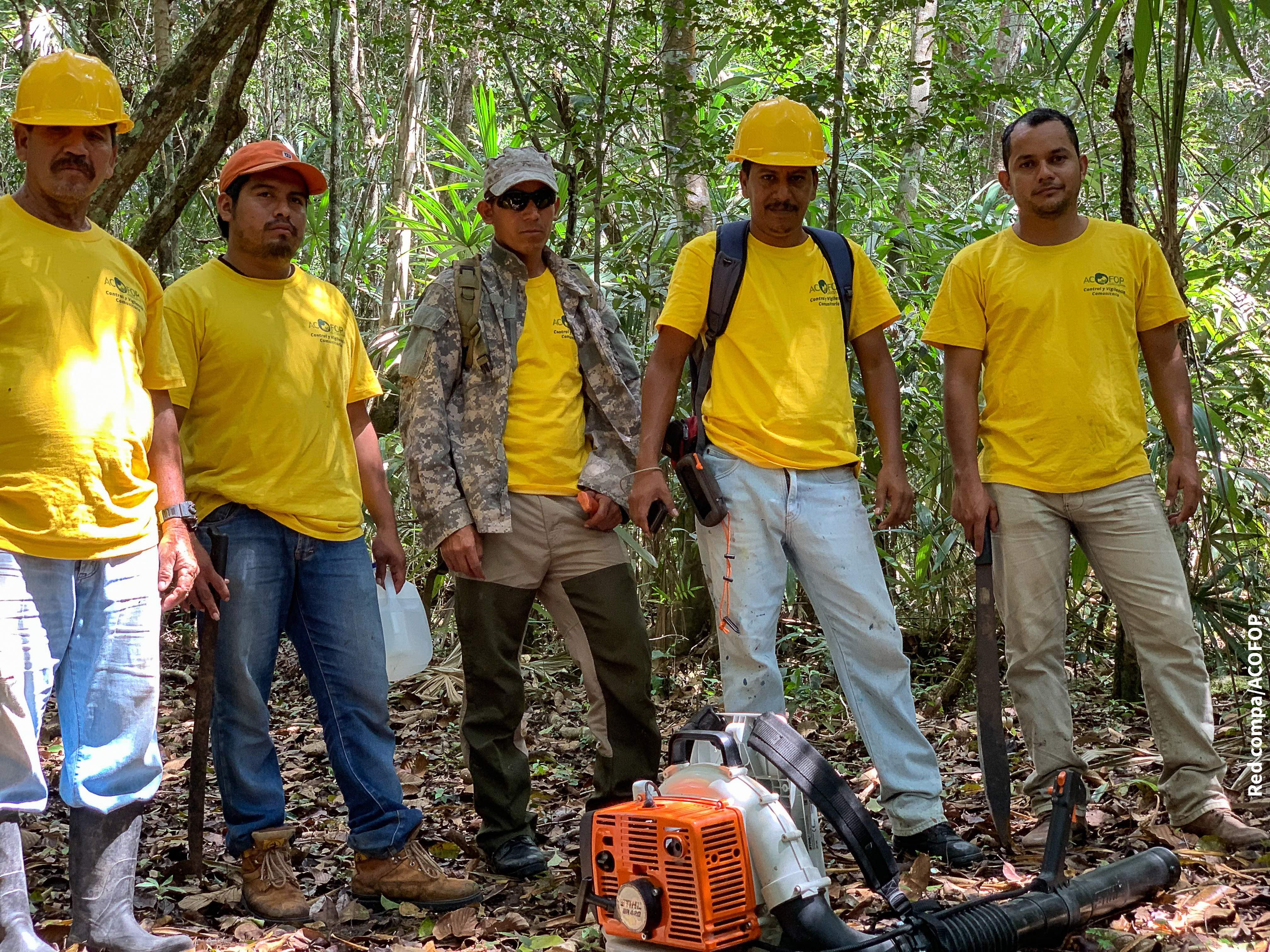 Bomberos comunitarios en concesiones forestales de Guatemala