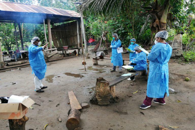 Personal de Salud de Sepahua recorre las comunidades nativas de la zona por avance del coronavirus. Foto: Microred de Salud Sepahua.