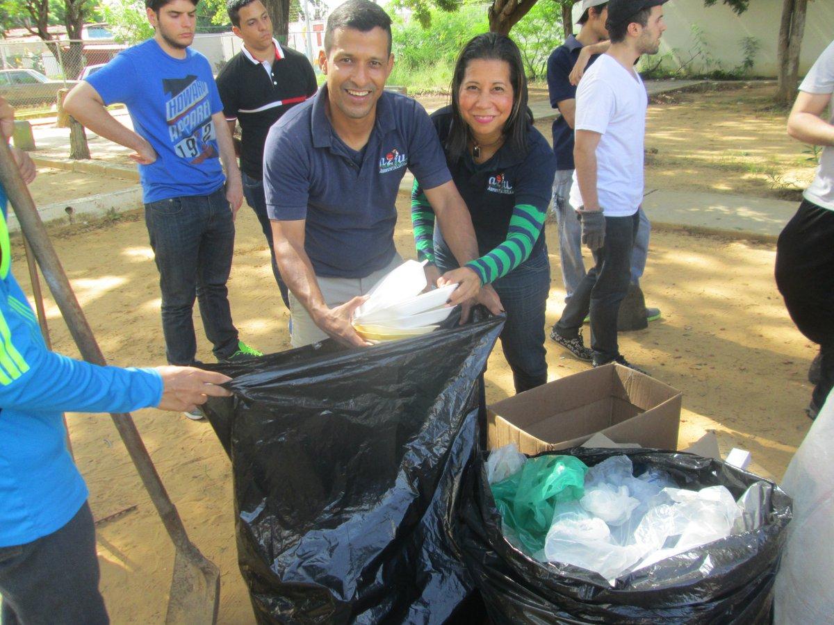 Crisis ONG Venezuela. Gustavo de Azul Ambientalistas en jornada de recolección de desechos para el reciclaje. Foto: Azul Ambientalistas.
