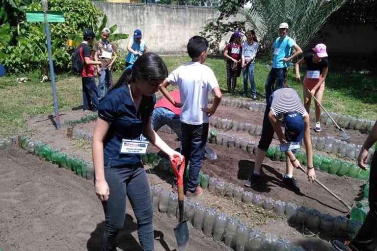Crisis ONG Venezuela. Sembramos Todos combina reuso, reforestación y educación ambiental para adolescentes. Foto: Sembramos Todos.