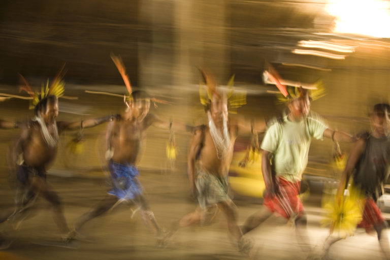 Territorios indígenas Colombia. Ritual indígena. Foto: Sergio Bartelsman, Fundación Gaia Amazonas.