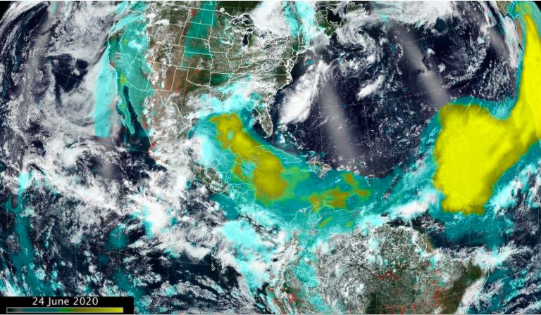 Imagen desde el espacio de cómo viaja la nube de polvo del Sahara. Fuente: NASA.