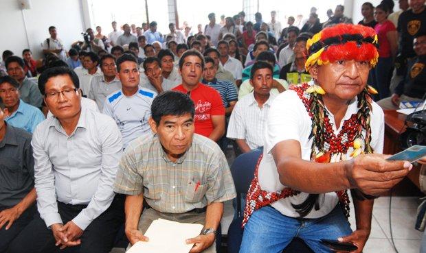 Santiago Manuin y otros líderes awajún durante el juicio por el conflicto en Bagua. Foto: CAAAP.