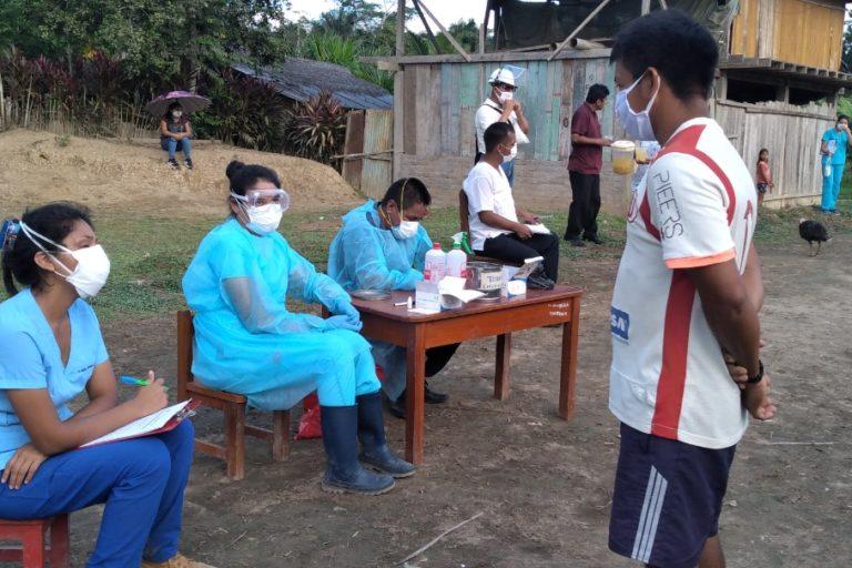 Personal de salud de la Microred Huampami visitó las comunidades para evaluar los posibles casos de COVID-19. Foto: Evelio Paz Tume.