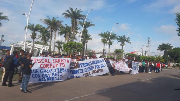 Protesta en contra del fiscal Alberto Yusen Caraza, en marzo de 2020. Foto: Policía Nacional del Perú.