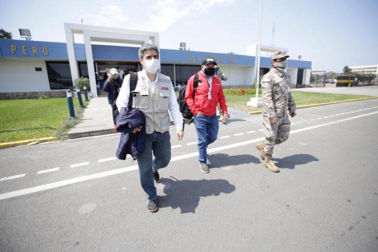 El ministro de Cultura, Alejandro Neyra, viajó a la zona para atender el conflicto de la comunidad Bretaña y la empresa PetroTal. Foto: Ministerio de Cultura.
