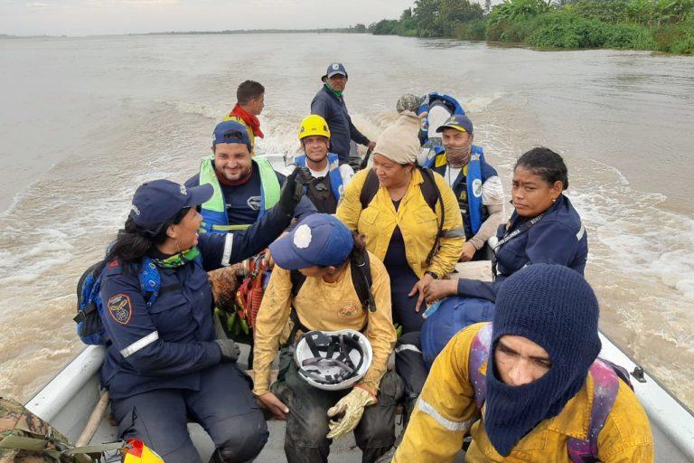 Incendio Parque Isla Salamanca. Bomberos y funcionarios de Parques aún no logran apagar por completo el incendio que consume este ecosistema estuarino en el Caribe colombiano. Foto: Parques Nacionales Naturales de Colombia.