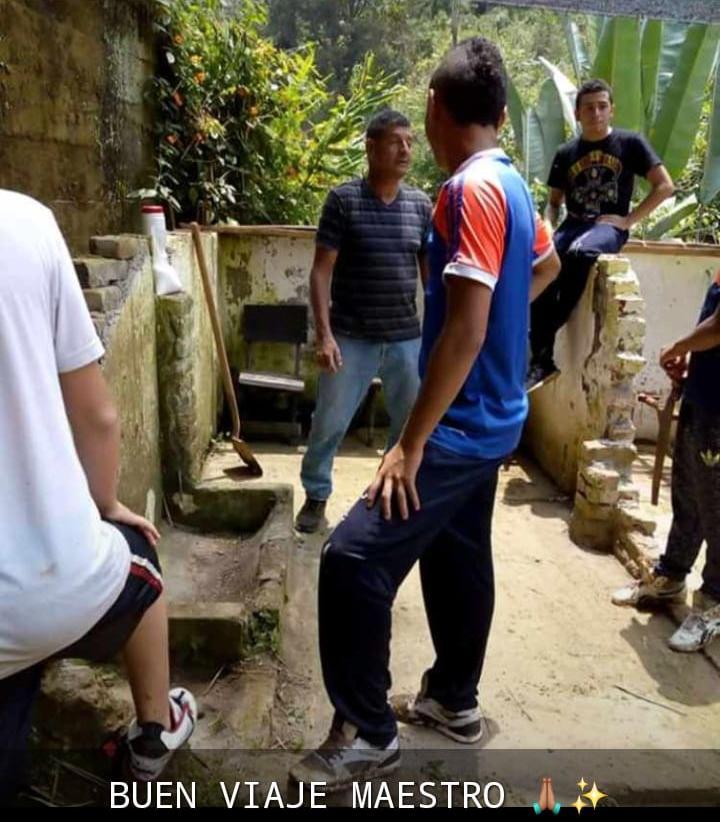 Asesinato líder ambiental Colombia. Este es uno de los talleres de siembra que impulsó Jaime Monge con jóvenes de la comunidad. Este, en 2018, fue de orquídeas. Cortesía archivo personal.