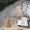 Fluidos salen de las plantas de procesamiento del sector El Pache (Ecuador) hacia el río Calera, afluente del Puyango - Tumbes. Foto: cortesía Agencia de Prensa Minera.
