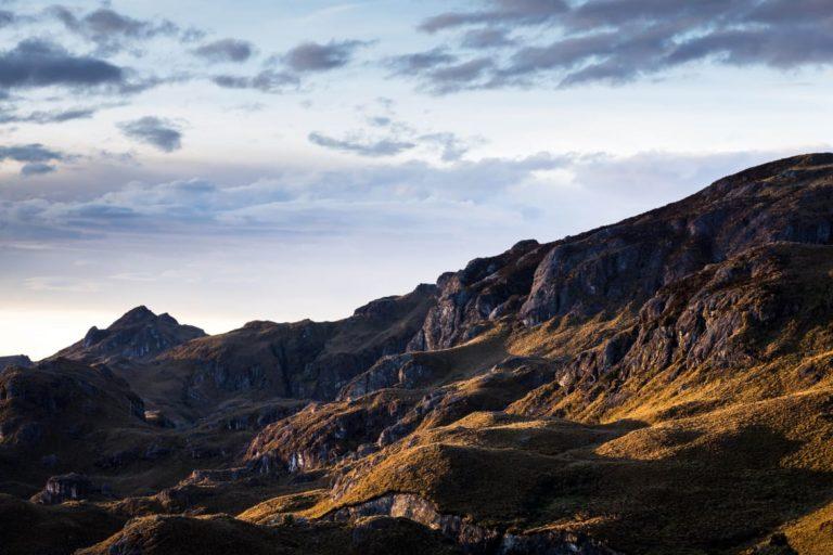 Bomberos en el parque Cajas. El Parque Nacional Cajas es una de las 59 áreas protegidas del Ecuador y Reserva de Biósfera por la UNESCO. Xavier Bravo Fotografía.