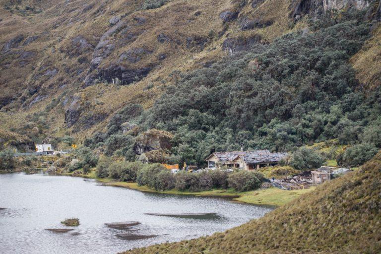 Bomberos en el parque Cajas. La construcción de una estación de bomberos dentro del Parque Nacional Cajas podría causar daños en la laguna de Illincocha. Fotografía de Cuencanos por El Cajas.