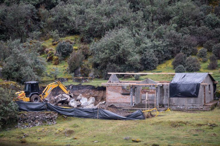 """Bomberos en el parque Cajas. La """"readecuación"""" de la estación de bomberos se encuentra suspendida temporalmente. Fotografía de Cuencanos por El Cajas."""