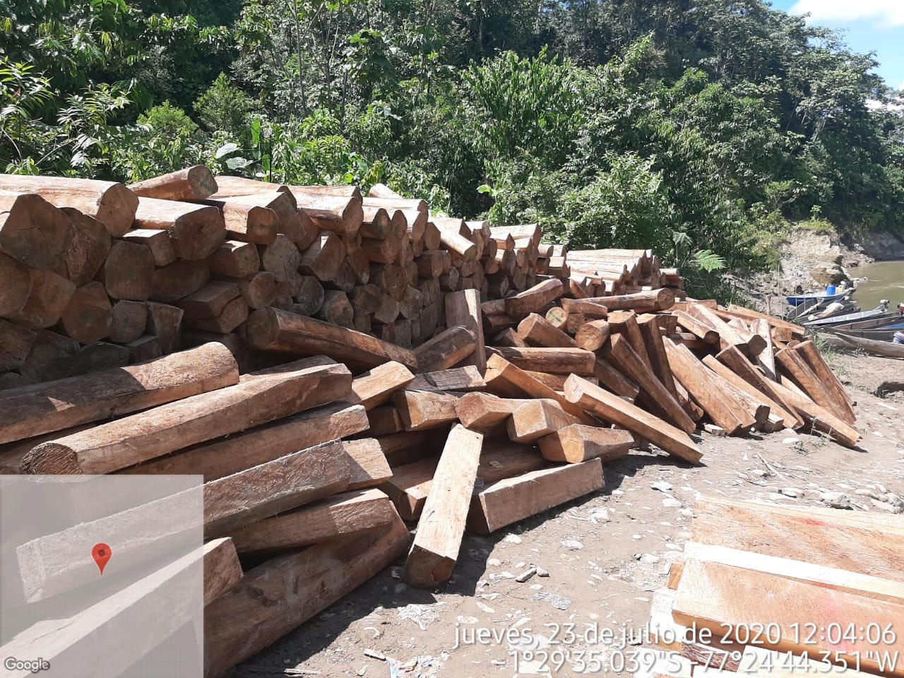Tala ilegal en Ecuador. Tres aserraderos clandestinos ubicados en el cantón Arajuno, provincia de Pastaza, fueron desarticulados en operativo realizados por el Ejército y la Unidad de Protección Ambiental de la Policía el pasado 23 de julio de 2020. Se retuvo madera de balsa. Foto: Google Earth