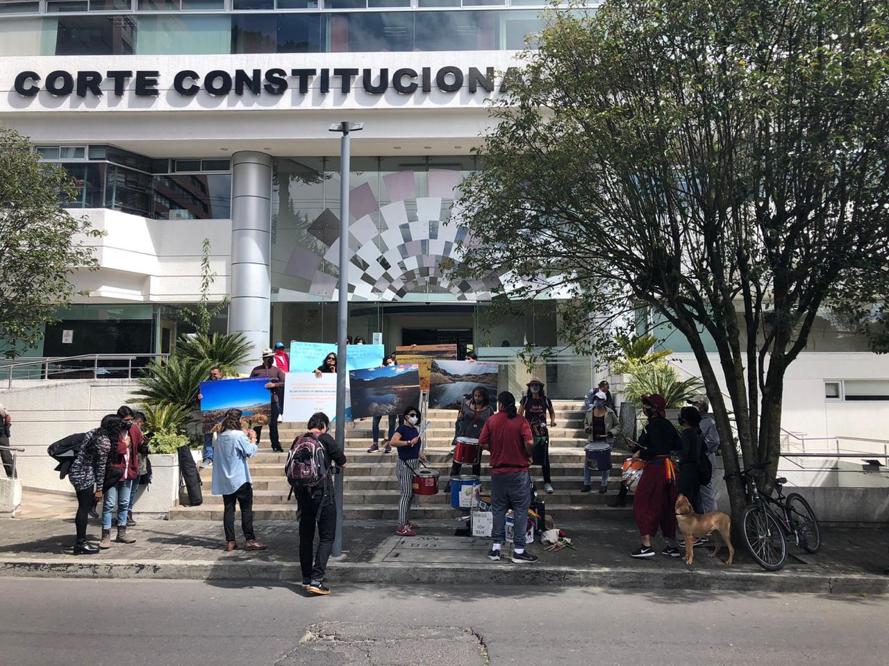 Consulta popular Cuenca. La solicitud entregada en la Corte Constitucional está respaldada por diversos colectivos de defensa ambiental. Fotografía de Kim Baert.