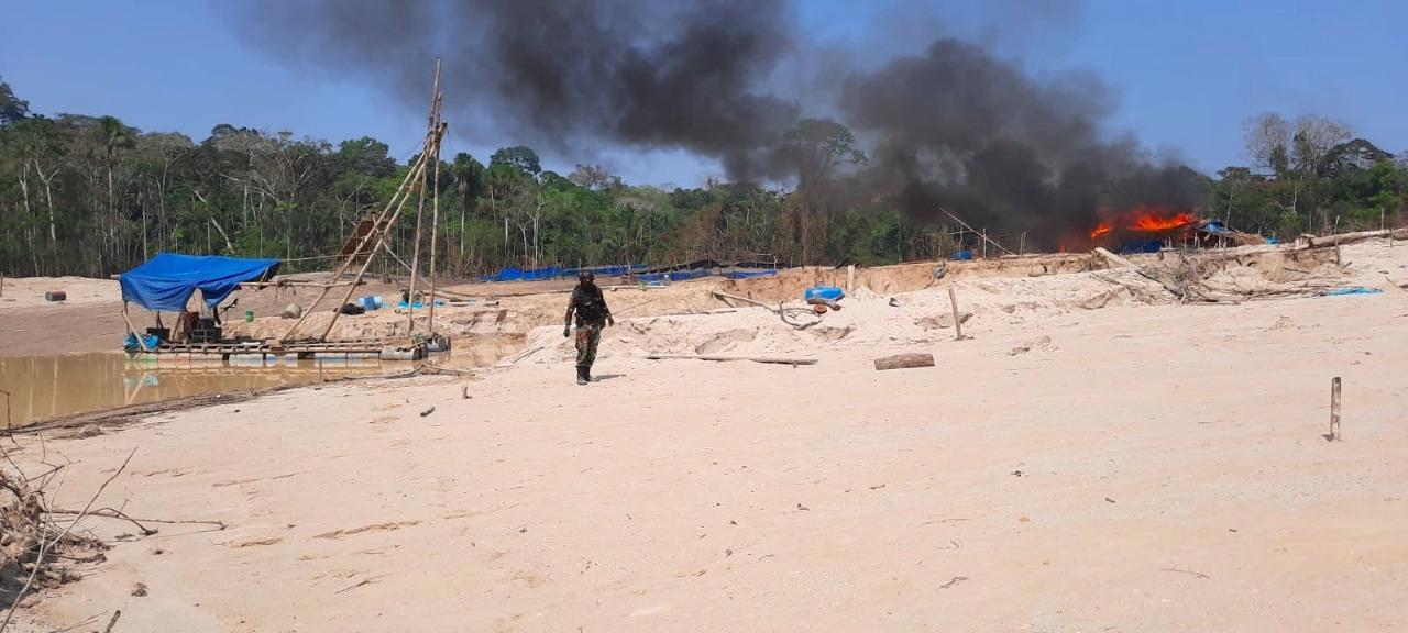 Perú: destruyen 45 campamentos en nuevo foco de minería ilegal en Pariamanu