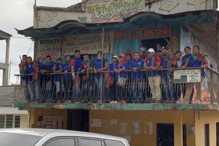 Guardia Indígena del Cauca. Los indígenas del norte del Cauca han sido unos de los principales afectados por la violencia en Colombia. Foto: Front Line Defenders.