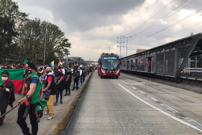 Minga indígena Colombia. La marcha de la minga indígena el 19 de octubre de 2020 en Bogotá fue pacífica y se realizó en los puntos autorizados por la Alcaldía. La minga indígena volverá al Cauca luego del paro nacional del 21 de octubre 2020. Foto: Twitter.