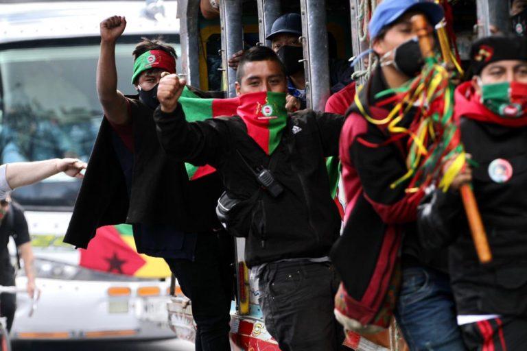 Minga indígena Colombia. La Minga llegó a Bogotá esperando que el presidente Iván Duque se reuniera con los indígenas. Foto: Claudia López @ClaudiaLopez