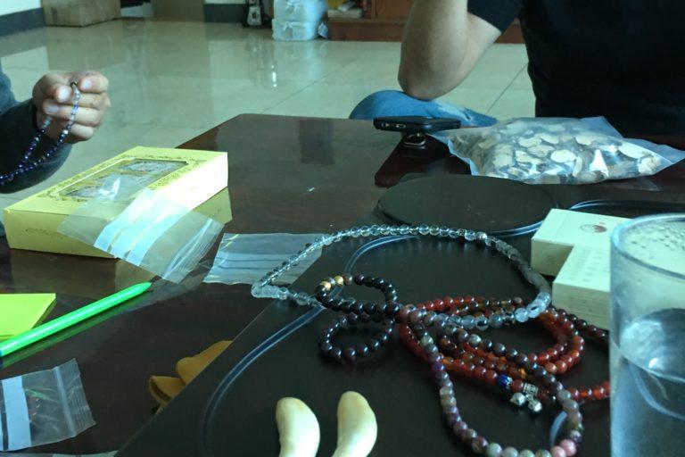 Los traficantes que negocian las piezas son, en su mayoría, de nacionalidad china. Los compradores generalmente son ciudadanos chinos que llegan a Bolivia por un viaje corto. Foto: Earth League International (ELI).