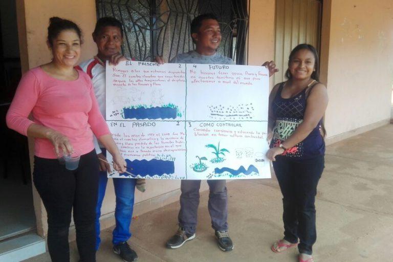 Ana Villa se ha preparado con cursos y seminarios en temas de reclamación de tierras y temas ambientales para ayudar a las comunidades. Foto: Ana Villa.