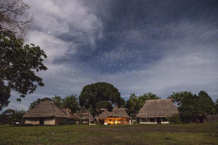 Población en zona rural del municipio de Inírida. Foto: Simon de Man , WWF Colombia.