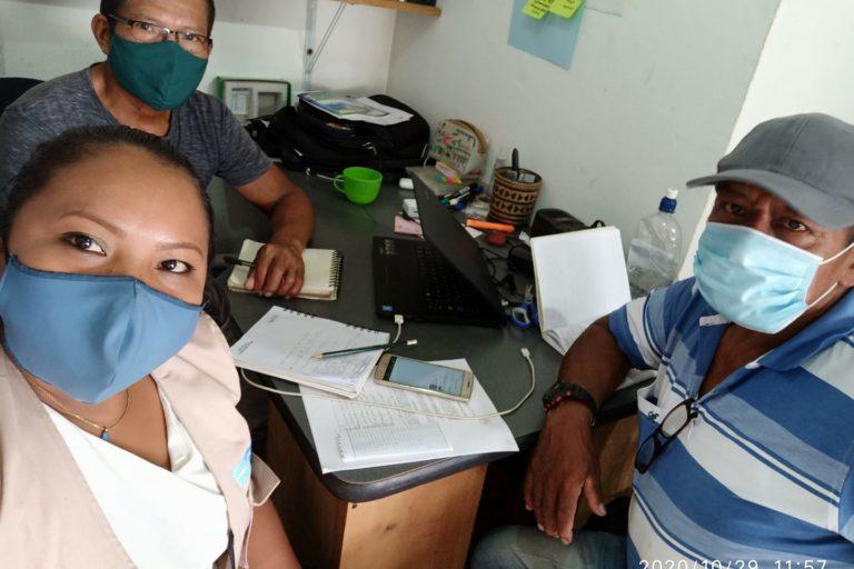 Esta es la directiva de la Mesa Ramsar Estrella Fluvial de Inírida. De izquierda a derecha: Rosa Durán, tesorera y coordinadora general; Delio Suárez, presidente y Daniel Camilo Acosta, vicepresidente. Foto tomada por: Mesa Ramsar.