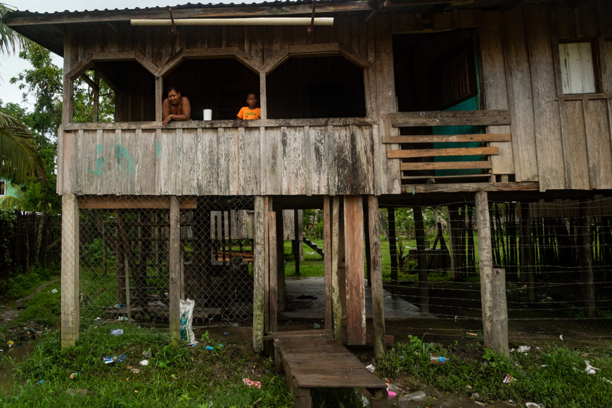 Families in the Gracias a Dios department of Honduras are troubled by poverty, unemployment, violence, and the looting of their land by large corporate and criminal power structures. Image courtesy of Radio Progreso – Honduras.