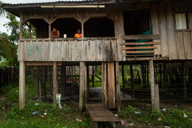 Las familias en el departamento de Gracias a Dios, Honduras, están marcadas por la pobreza, el desempleo, la violencia y el despojo de sus territorios por grandes estructuras de poder empresarial y criminal. Foto: Radio Progreso - Honduras.