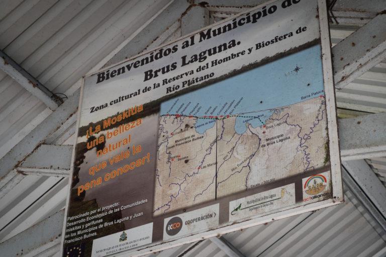 Mapa de la Mosquitia hondureña en la entrada de Brus Laguna en Gracias a Dios, Honduras. Foto: Radio Progreso - Honduras.