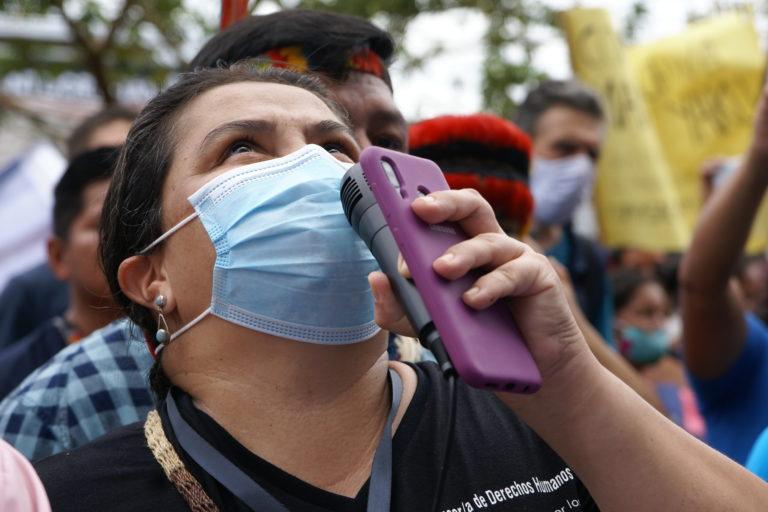 Lina María Espinosa, una de las abogadas que defiende los derechos de los pueblos indígenas kichwa luego del derrame de petróleo y que fue demandada ,por supuesta instigación, por el juez Jaime Oña. Foto: Diego Cazar Baquero.