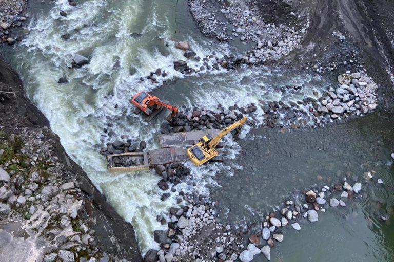 Vista aérea de las obras de contención a cargo de la Corporación Eléctrica del Ecuador, Celec, en el sector de San Luis, a 10,5 kilómetros de la central de captación Coca-Codo-Sinclair. Foto: Cortesía Celec.