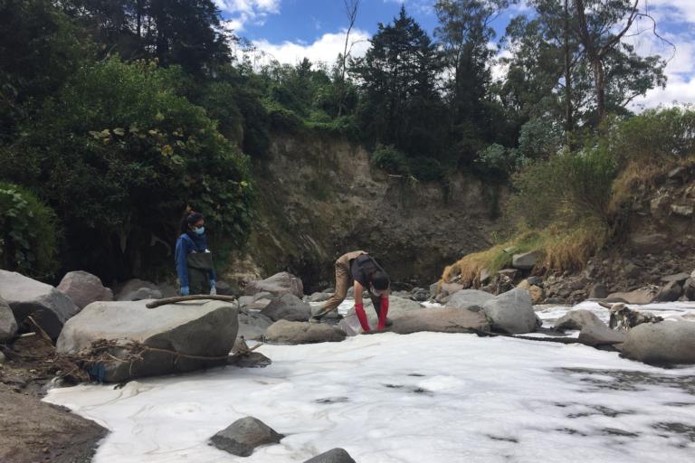 Blanca Ríos-Touma se ha dedicado al estudio al estudio de los ecosistemas de agua dulce. Foto: Blanca Ríos-Touma.