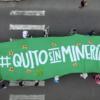 El lunes 29 de marzo se entregó la iniciativa ciudadana de consulta popular para prohibir la minería metálica en el noroccidente de Quito. Foto: Acción Ecológica.