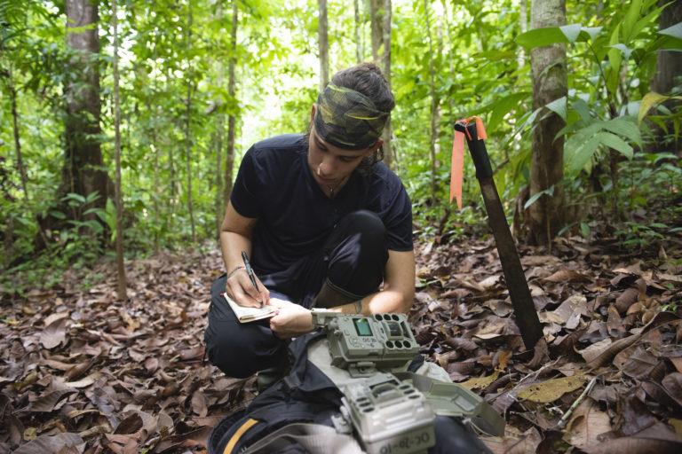 El trabajo realizado por la red de monitoreo con cámaras trampa ha sido tan bueno que actualmente se está utilizando como base para construir un protocolo de monitoreo que se utilizado a nivel nacional por emprendimientos turísticos y comunidades. Foto: Nina Cordero.