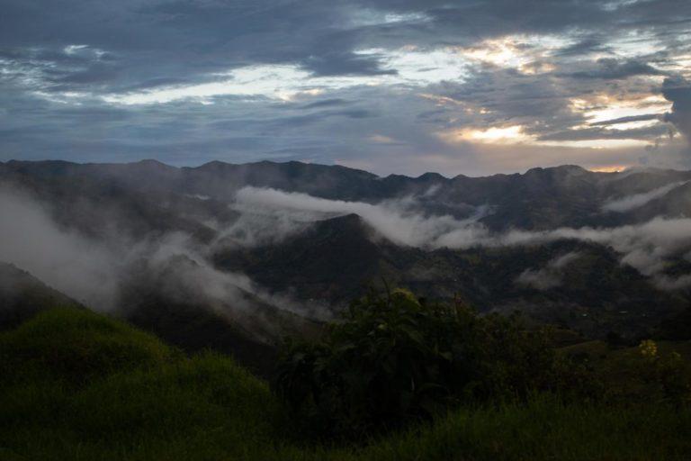 Paisaje rural camino a la parroquia de Buenos Aires, cantón Urcuquí, provincia de Imbabura, Ecuador. Foto: Iván Castaneira / Agencia Tegantai.