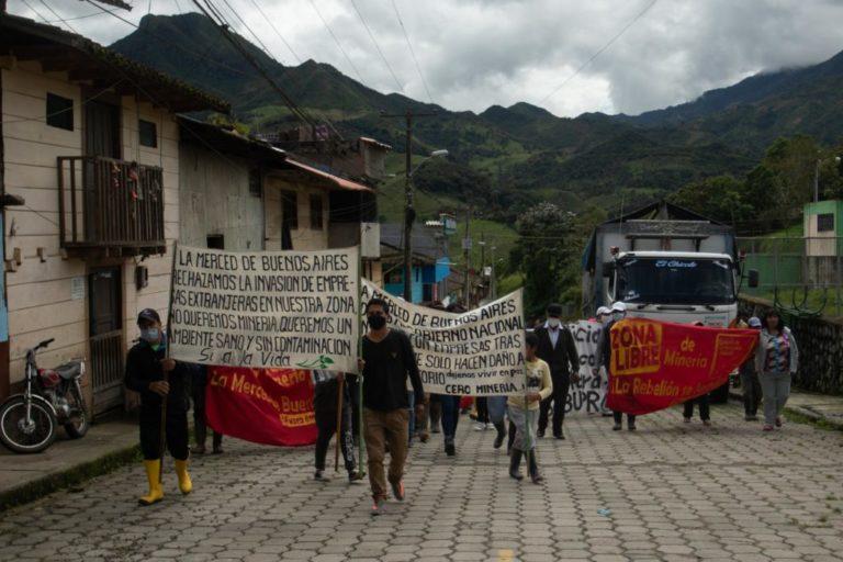 """La empresa Hanrine ha denunciado a más de 60 personas en Buenos Aires y dice que ahora los mineros ilegales se han disfrazado de grupos """"antimineros"""" para impedir la entrada de la minería legal. Foto: Iván Castaneira / Agencia Tegantai."""