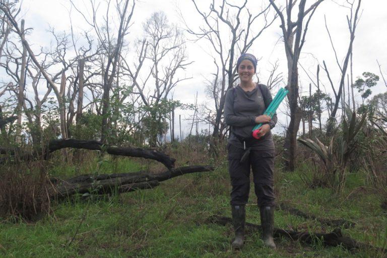 La bióloga colombiana Tania González en trabajo de campo en la Orinoquía colombiana. Foto: Tania González.