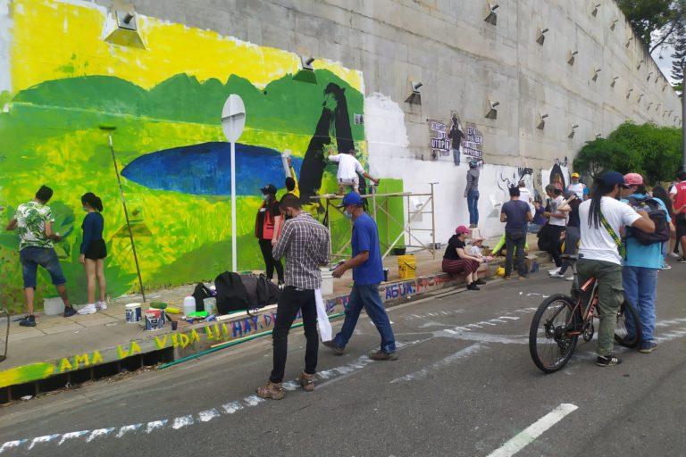 Durante el paro nacional ambiental del 5 de junio se hicieron varios murales en Bucaramanga, Colombia. Foto: Comité Santurbán.