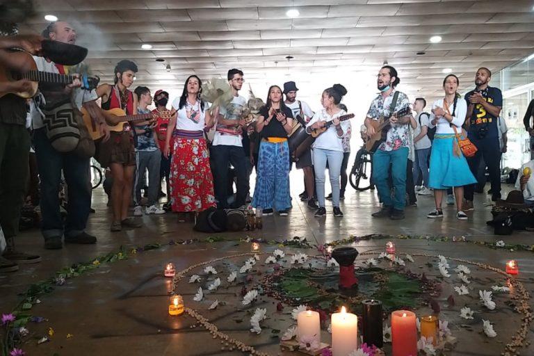 Organizaciones ambientalistas organizaron velatones y eventos culturales durante el paro ambiental del 5 de junio. Foto: Personería de Medellín.