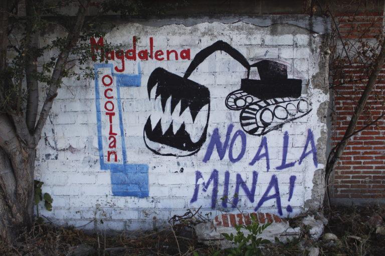 El rechazo a la minería se observa en las paredes de Magdalena Ocotlán. Foto: Roxana Romero.