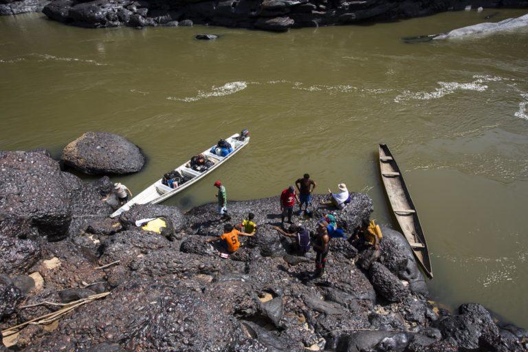 Imagen de referencia. Balsas en el río Apaporis. Foto: GAIA Amazonas - Juan Gabriel Soler.