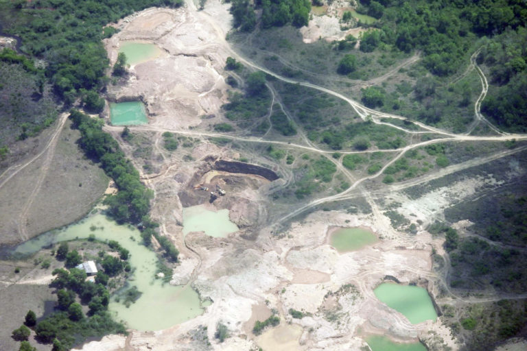 Explotación de oro de aluvión en tierra, Nechí (Antioquia). Foto: UNODC_SIMCI.