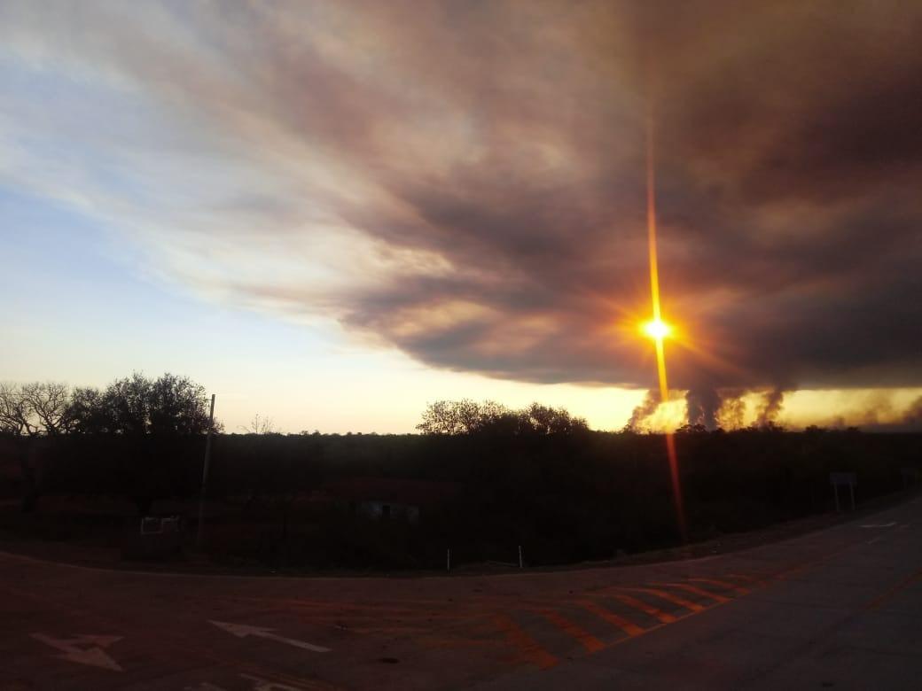 The smoke drifts skyward near Roboré.  Image by Edmundo Barba.