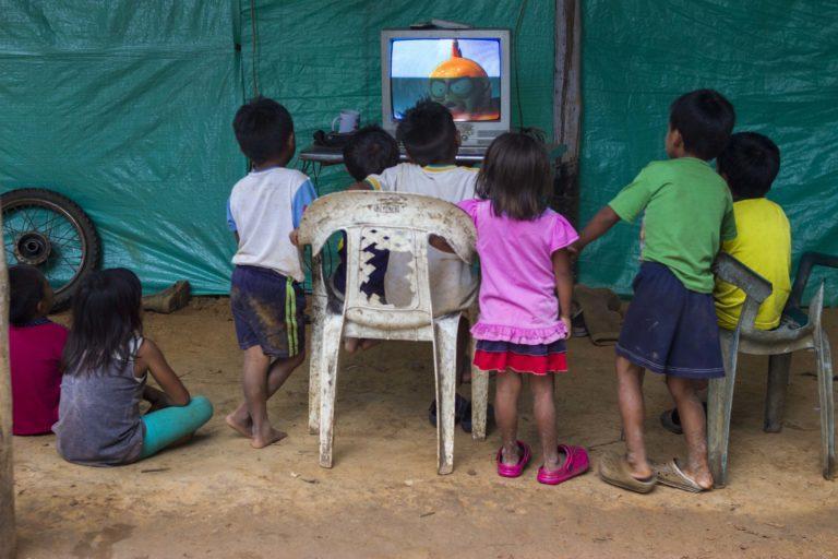 Niños y niñas indígenas de comunidad El Trompillo - Kuway, La Primavera - Vichada, Colombia. Foto: Juan Carlos Contreras Medina.