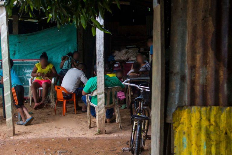 Tarde de reunión, comunidad El Trompillo -Kuway. Foto: Juan Carlos Contreras Medina.