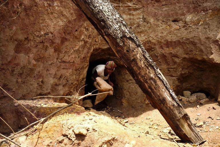 ADeGrave_Mining_Gem10-768×512